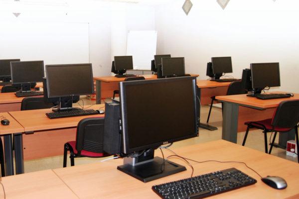 Lloguer de sales: detall equips sala informàtica